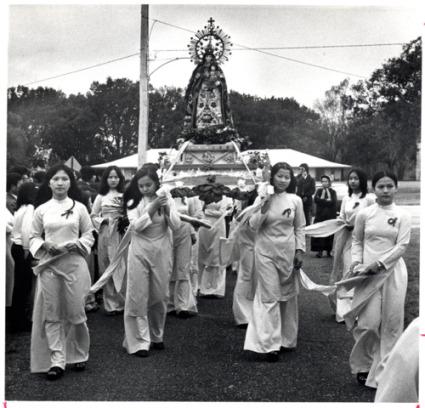 Vietnamese religious procession in Versailles, 1975